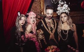 """Tạ Hiện sáng nhất Hà Nội đêm Halloween: giới trẻ """"quẩy banh nóc"""" tại club lớn nhất Thủ đô, 12h đêm vẫn rộn rã"""