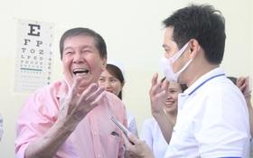 Việt kiều 73 tuổi nhiễm Covid-19 xuất viện: Lúc vào bàng hoàng lúc ra phấn khởi