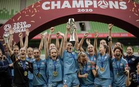 Thiệt thòi khi vô địch trong đại dịch Covid-19: Đội bóng nữ Úc nhận cúp và huy chương theo cách chưa từng thấy trong lịch sử bóng đá