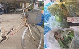 Hình ảnh xúc động: Cụ ông 90 tuổi đạp xe đến địa điểm cách ly để ủng hộ 20k, 1kg gạo, 1 quả bầu, 1 bó rau muống và 1 túi rau