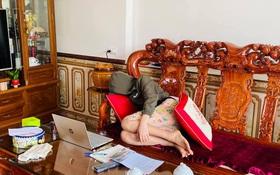 Trò tranh thủ đắp chăn đi ngủ trong lúc thầy cô say sưa giảng bài, sự thật trần trụi học online là đây