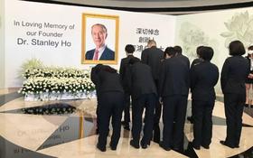 Lễ tưởng niệm trùm sòng bạc Macau: Dự kiến hàng chục ngàn người từ 4 tập đoàn lớn tham dự, loạt casino treo cờ rủ