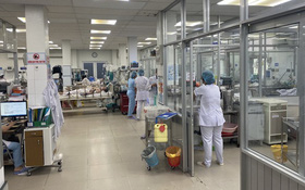 """TP.HCM: Hàng chục côn đồ lao vào bệnh viện """"truy sát"""" nhau ngay trước mặt bác sĩ"""