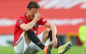 """Manchester United nhọc nhằn vào top 4: Pogba chơi bóng chuyền trong vòng cấm, bàn thắng của sao trẻ """"cứu"""" Quỷ đỏ"""