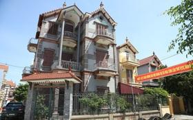 Hà Nội: Nhà tầng, biệt thự mọc san sát nhau ở ngôi làng phất lên từ việc buôn thịt lợn