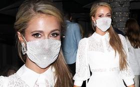 """Paris Hilton giờ vẫn nhí nhảnh đeo khẩu trang """"để làm cảnh"""" và kết quả là bị netizen ném đá không ngớt"""