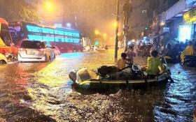 Trận ngập lớn nhất ở Sài Gòn từ đầu năm: Nhiều tuyến phố biến thành sông, hàng loạt phương tiện chết máy
