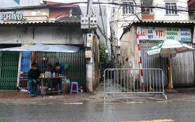 Hà Nội: Một người ở cùng chung cư với bệnh nhân 714 bất hợp tác, lên xe máy bỏ đi khi thấy chốt phong tỏa