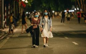 Hà Nội khuyến cáo người dân ăn mặc lịch sự, không nói tục ở phố đi bộ hồ Gươm
