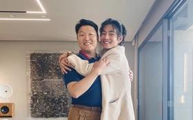V (BTS) từ cậu fanboy mê PSY từ lâu, đến được đứng chung sân khấu với idol và giờ đây là 2 nghệ sĩ đi vào lịch sử của Kpop!
