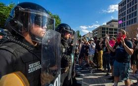 New York Times: Người biểu tình đe dọa Nhà Trắng, Mật vụ đưa ông Trump xuống hầm trú ẩn