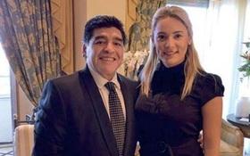 Tình cũ kém 30 tuổi đầy tai tiếng của Maradona bật khóc vì bị cấm vào lễ viếng