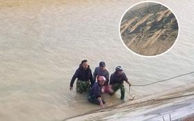 Vớt được thi thể học sinh lớp 3 sau 3 ngày tìm kiếm, vết cào tuyệt vọng ở bờ sông khiến ai cũng nhói lòng