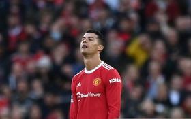 Trực tiếp MU 0-4 Liverpool (HT): Ronaldo nổi giận, đá xấu với đàn em đối phương