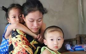 """Chồng bỏ, người mẹ trẻ ôm 2 con khờ cầu cứu: """"Em chỉ ước con mình được chữa bệnh"""""""