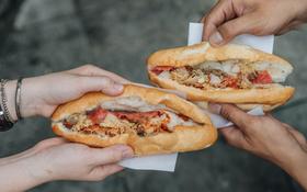 Là người Việt, bạn biết gì về vô vàn kiểu bánh mì khắp trong Nam ngoài Bắc?