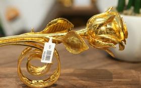 Cận cảnh hoa hồng đúc vàng giá 330 triệu đồng được đại gia Hải Phòng mua làm quà tặng ngày 8⁄3