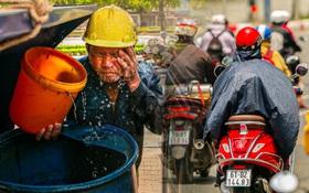 Chùm ảnh: Công nhân vật lộn với cái nóng hầm hập ở Sài Gòn, người đi đường mặc cả áo mưa tránh nắng