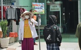 """Chuyện về cô Hai Trị cứ giờ tan học lại cầm một tấm bảng lao ra """"xin đường"""" cho học sinh Sài Gòn"""