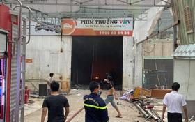 TP.HCM: Phim trường Sao Việt cháy dữ dội, nhiều người ôm bình gas bỏ chạy thoát thân