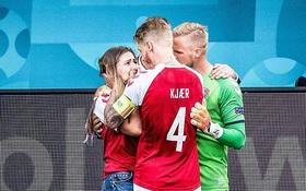 """HLV tuyển Đan Mạch khóc trong họp báo, ngưỡng mộ ý chí phi thường của học trò: """"Thật không thể tin nổi"""""""