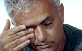 Đến một người cứng rắn như Mourinho cũng phải khóc khi Eriksen gục xuống