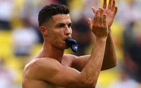 Thất vọng vì thua Đức tan nát, Ronaldo bèn cởi trần khiến dân tình náo loạn: 6 múi sầu riêng đều tăm tắp nhờ nói không với Coca