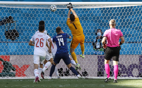 Trực tiếp Tây Ban Nha 1-0 Slovakia (hiệp 1, Euro 2020): KHÔNG THỂ TIN NỔI!!! Thủ môn Slovakia tự đánh bóng vào lưới nhà