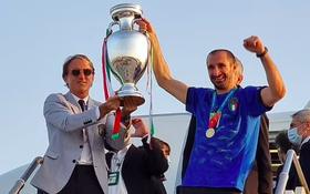 Nóng: Thủ đô Rome mở lễ hội chào đón tuyển Italy mang cúp vô địch Euro trở về