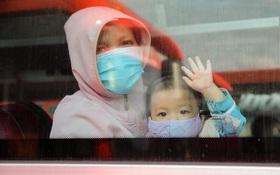 Ảnh: 20 chiếc xe khách giường nằm lăn bánh chở người dân từ TP.HCM về quê Phú Yên
