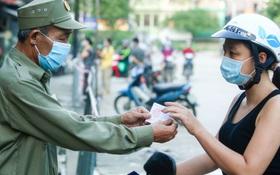 """Hà Nội: Phường đầu tiên phát """"thẻ đi chợ"""" vào ngày chẵn, lẻ"""