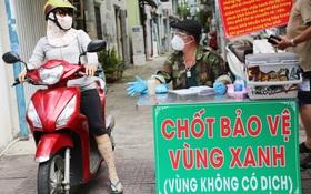 """Cận cảnh những chốt bảo vệ """"vùng xanh"""" ở Sài Gòn: Ngăn dịch bệnh từ bên ngoài xâm nhập vào"""