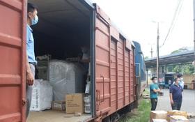 """Chuyến tàu từ Hà Nội chở hơn 10 tấn thiết bị y tế """"chi viện"""" cho tâm dịch TP. Hồ Chí Minh"""