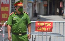 Ảnh: Hà Nội phong toả 900 hộ dân trong 1 phường do liên quan ca mắc Covid-19