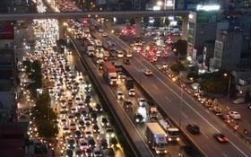 Ảnh: Nhiều tuyến đường Hà Nội tắc cứng giờ tan tầm trong ngày đầu mở lại nhiều dịch vụ