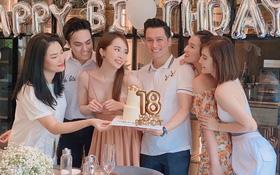 """Quỳnh Nga """"vai kề vai"""" cùng Việt Anh trong tiệc sinh nhật đôi, netizen soi có gì đó sai sai trong khung hình?"""
