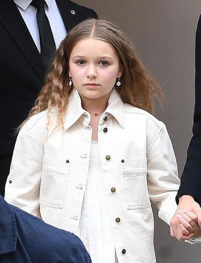 """Công chúa út nhà Beckham: Càng lớn càng trổ mã, vừa xinh vừa mặc ổn, quả không hổ là con của 2 """"tượng đài"""""""