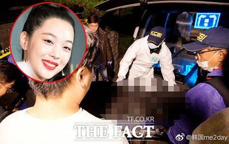 Cập nhật: Kết thúc cuộc điều tra nhà riêng, thi thể Sulli được chuyển bằng xe cứu thương tới bệnh viện