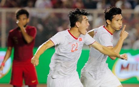 [Chung kết SEA Games 30] Việt Nam 1-0 Indonesia (HT): Văn Hậu đánh đầu lập công