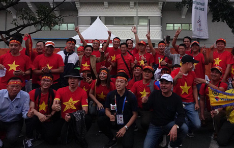 [Chung kết SEA Games 30] Việt Nam vs Indonesia: Fan Việt đến sân từ sớm, sẵn sàng áp đảo đối thủ từ trên khán đài