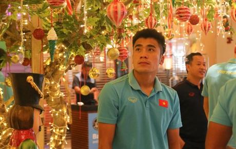 [Chung kết SEA Games 30] Việt Nam vs Indonesia: Các cầu thủ Việt Nam thích thú trước vật trang trí đặc biệt tại khách sạn