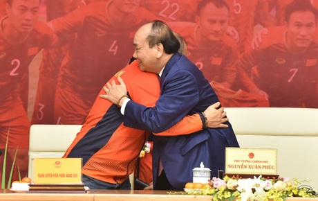 Thủ tướng Nguyễn Xuân Phúc gặp mặt và dùng bữa tối thân mật với các nhà vô địch SEA Games 30