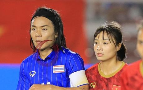 Nhiều fan Việt kì thị giới tính cầu thủ nữ Thái Lan: Cổ động viên bóng đá văn minh sẽ không làm thế!