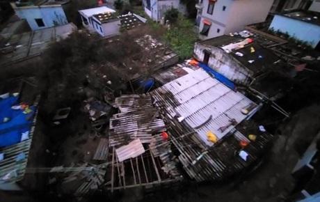 Bão số 9 đổ bộ: Gió giật mạnh ở Quảng Ngãi, đã có nhà bị tốc mái; phong toả một phần Quốc lộ 1A khiến hàng trăm xe ùn tắc