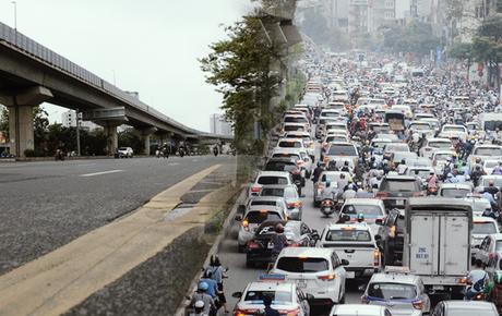 """Ảnh: Cảnh tượng khác lạ tại những """"điểm đen"""" ùn tắc giao thông của Hà Nội giữa mùa dịch Covid-19"""