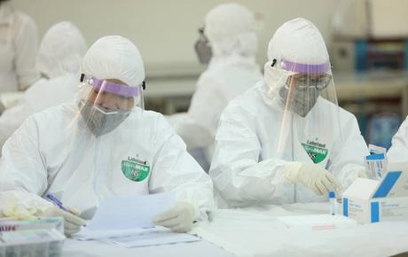 Nhân viên xe bus dương tính lần 1 với SARS-CoV-2 ở Hà Nội: Test nhanh âm tính vào ngày 31/7, đi nhiều nơi trong vòng 14 ngày
