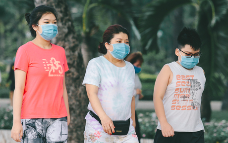 Chùm ảnh: Người Sài Gòn trong ngày đầu bắt buộc đeo khẩu trang nơi công cộng để phòng dịch