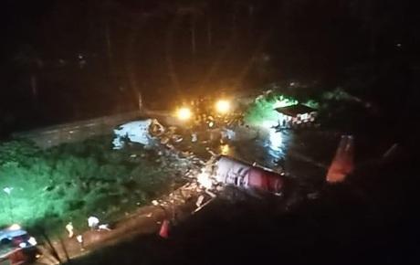 Nóng: Máy bay Ấn Độ chở gần 200 người trượt khỏi đường băng và gãy làm đôi, gần 30 người thương vong