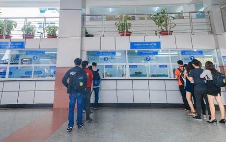 Dịch Covid-19 ngày 2/12: Nam tiếp viên Vietnam Airlines đã đi ăn trưa và đi học ở Đại học Hutech trong thời gian cách ly tại nhà