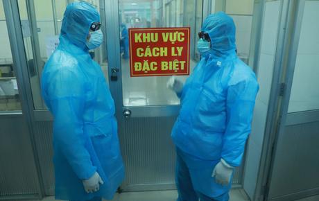 Nhân viên an ninh cảng hàng không Vân Đồn nghi nhiễm Covid-19, Hạ Long họp khẩn trong đêm để ứng phó phòng dịch
